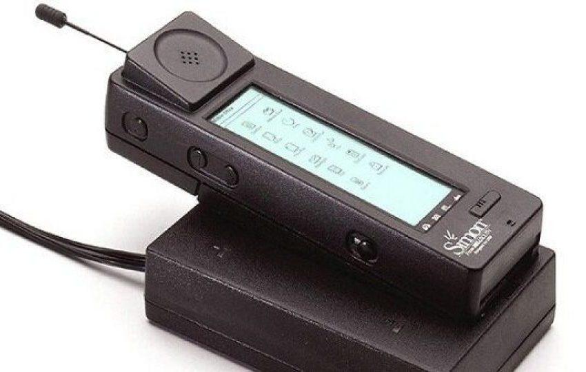 اولین گوشی تلفن همراه ۲۵ ساله شد